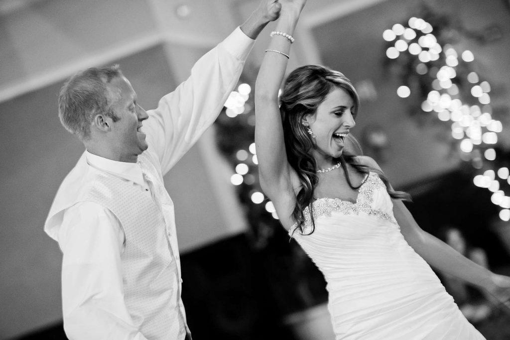Moderne Hochzeitsparty 1024x682 - Die moderne Hochzeit als Party.