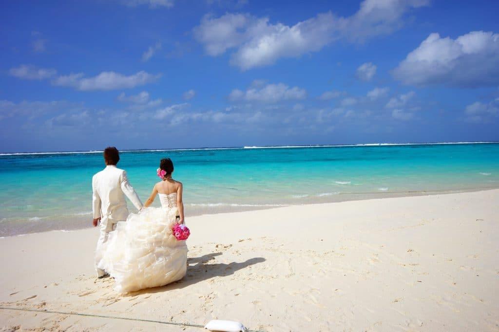 bride and groom 483223 1280 1024x682 - Alles rund um das Thema Flitterwochen – euer erstes Abenteuer nach der Hochzeit