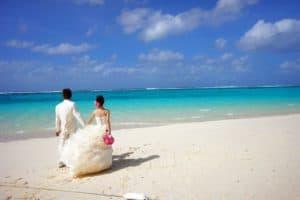 bride and groom 483223 1280 300x200 - Alles rund um das Thema Flitterwochen – euer erstes Abenteuer nach der Hochzeit