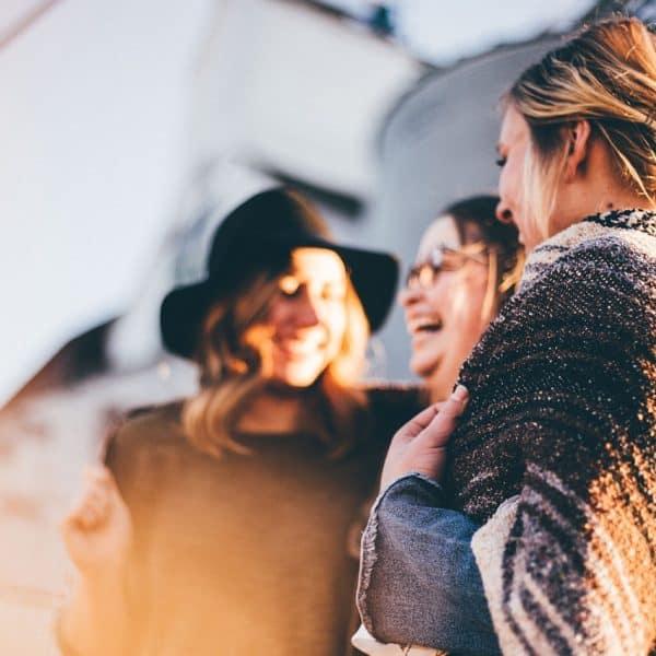 people 2567915 1280 600x600 - Brautparty: Neuer Trend aus den USA löst Junggesellenabschied ab