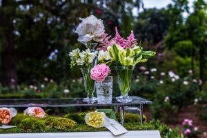 Hochzeitsblumen perfekt arrangiert