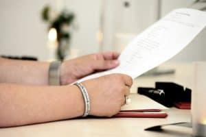 hands 4476303 1920 300x200 - Heiraten in Corona Zeiten-Was ist in welchem Bundesland erlaubt?